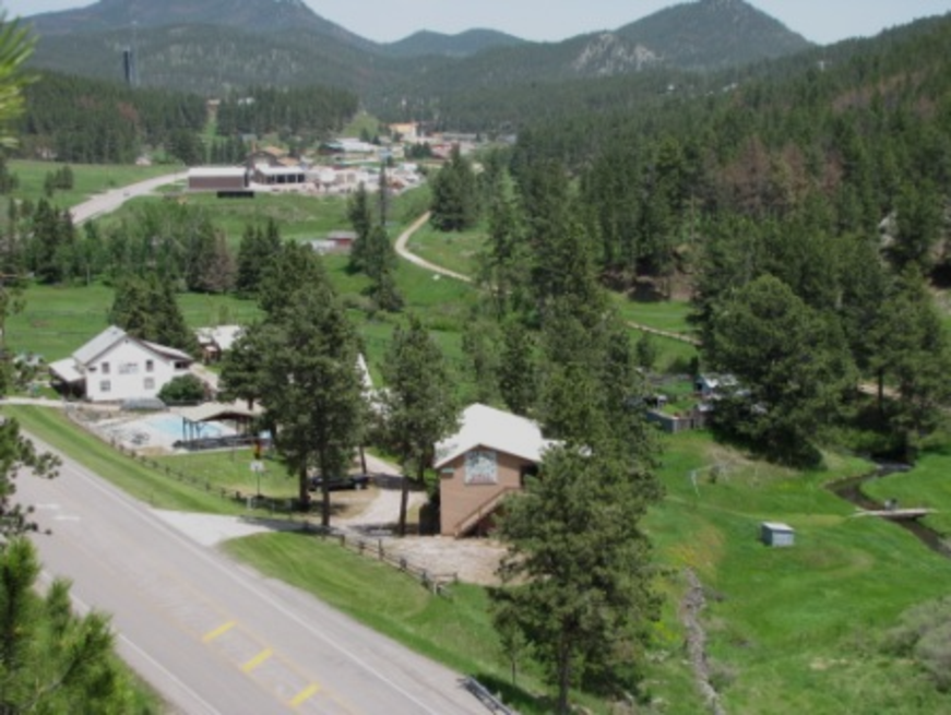 Sturgis rally lodging cabin caibins motel for Pactola lake cabins